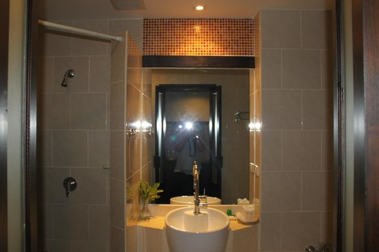 Baan Suwantawe: bathroom