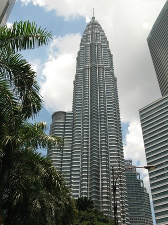 Hotel Ambassador: Petronas Towers, KL Tower, walking distance within the Hotel (20 mins)