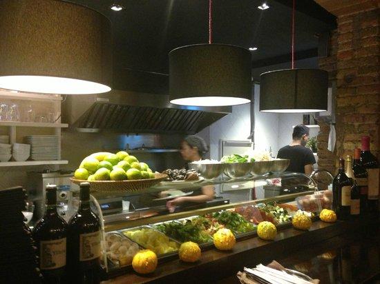 Thailandes Thai Restaurant: Acción en los woks