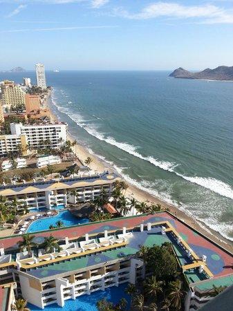 El Cid El Moro Beach Hotel: miles and miles of beach to walk