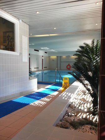 Swimming pool picture of de vere horwood estate little horwood tripadvisor for Swimming pools buckinghamshire