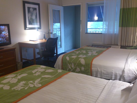 Fairfield Inn & Suites Pigeon Forge : Get a room with a balcony for a small bit more!