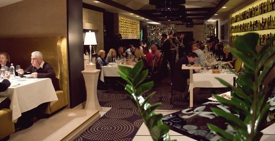 IKON Restaurant Debrecen: IKON enterieur