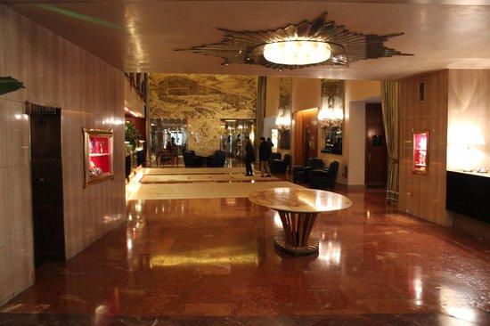 Bauer Hotel: Hall