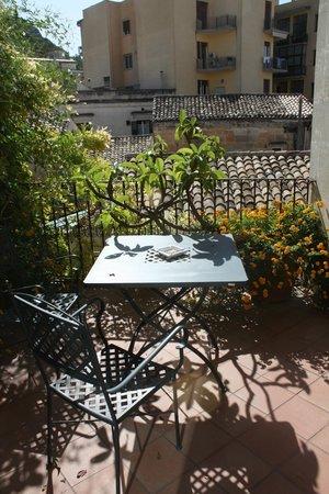 L'Orangerie - balcony outside room