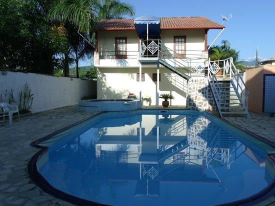 Hotel Brunello: Vista da piscina e dos quartos do fundo