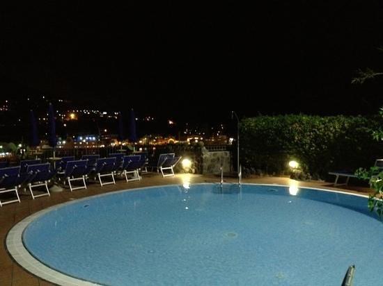 Aragona Palace Hotel: piscina vista portò