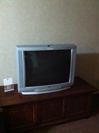 Sleep Inn, Inn & Suites Ronks : Dated TV