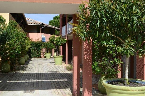 Pierre & Vacances Premium Residence Cannes Mandelieu : Intérieur du village club