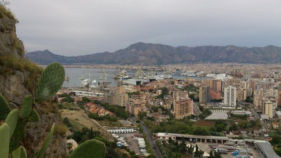 Monte Pellegrino: Veduta dalla strada su Palermo