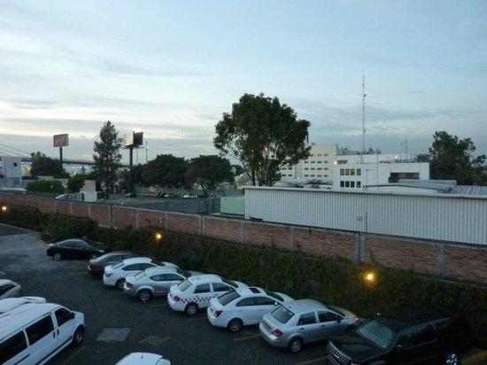 Fiesta Inn Aeropuerto Ciudad de Mexico: vue sur le parking