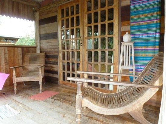 Hotel Kopal Ecuador: Cabana's veranda