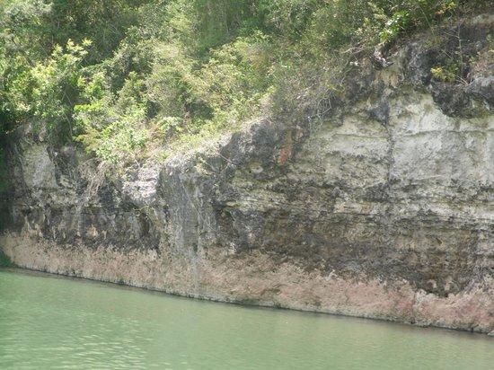 SeavisTours: uitgeslagen rotsen langs de Chavon rivier