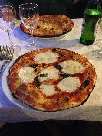 La Nuova Fiorentina: pizza margherita con bufala e basilico