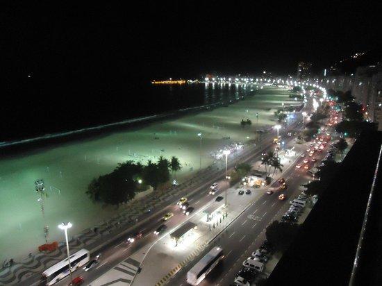 Arena Copacabana Hotel: Vista do terraço à noite