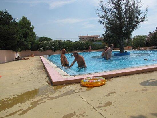 Camping Cala Gonone : piscina grande con isolotto centrale