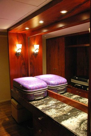 Taj Club House: Dressing suite.