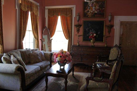 Samuel Guy House: Petit salon