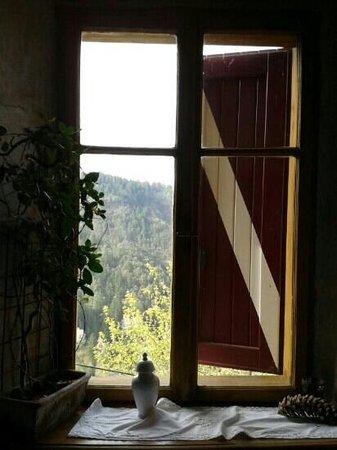 Al mattino dalla finestra picture of castel vasio fondo tripadvisor - Finestra che si apre ...