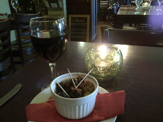 Bel Cibo: Olives to start, and a glass of merlot