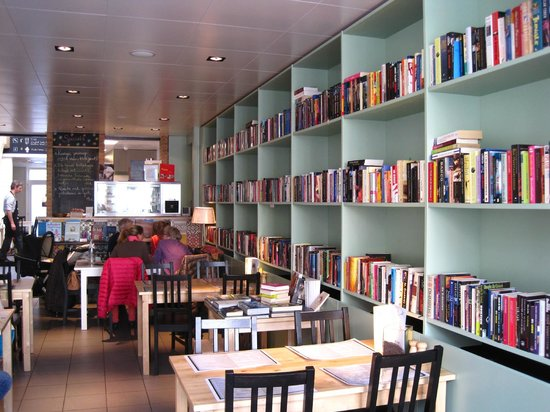 So many books to choose from both in English and Flemish, to read there or buy