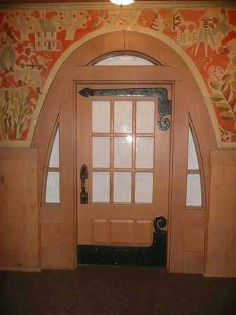 Timberline Lodge: Games room door