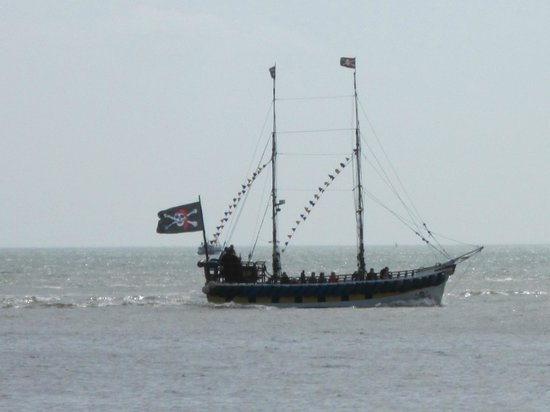 ‪Bridlington Pirate Ship‬