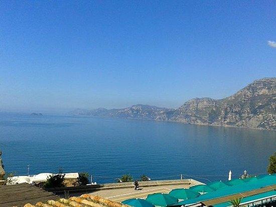 Hotel Le Fioriere: La vue sur Capri depuis la chambre