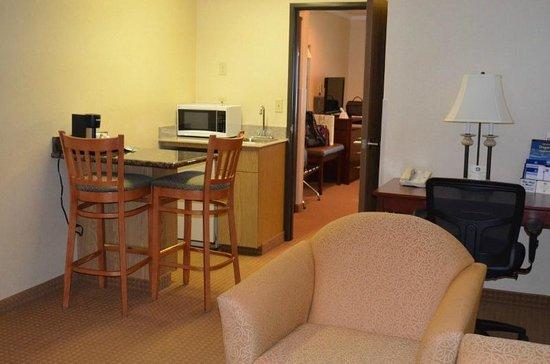 BEST WESTERN PLUS Landmark Inn: King Suite view3