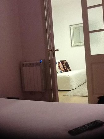 Plaza Catalunya Guest House: the room
