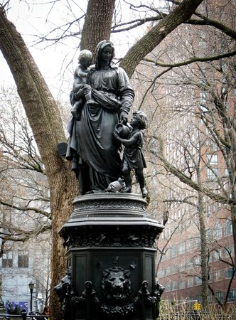 Big Onion Walking Tours : Water Fountain - Union Square Park
