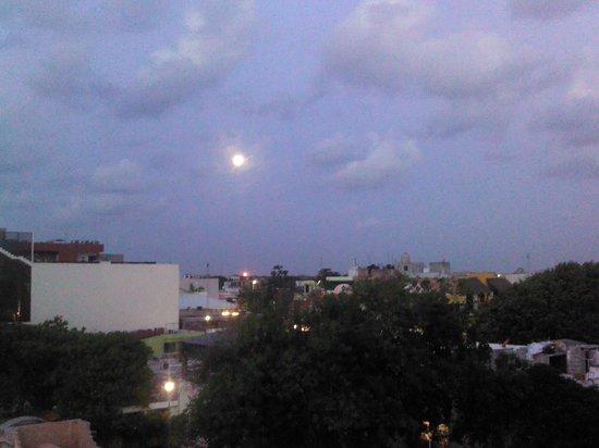 Hotel Posada Sian Ka'an: Moon set from sun deck