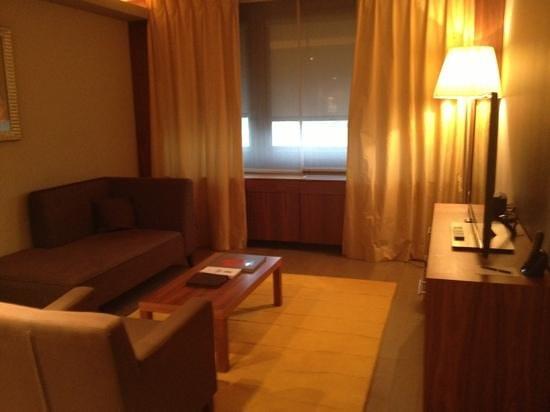 Sofitel Lyon Bellecour: salon chambre 328