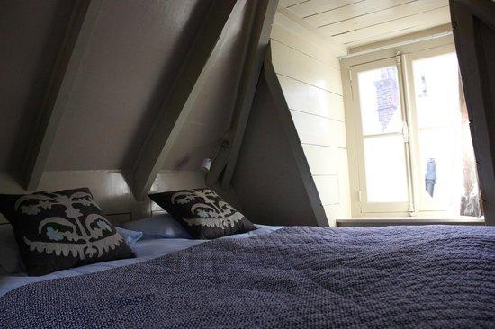 B&B Herengracht 21: appartamento con vista interna: mansarda (letto)