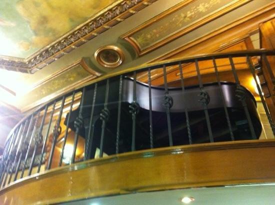 Cafe Viena Rambles : il pianoforte al piano di sopra