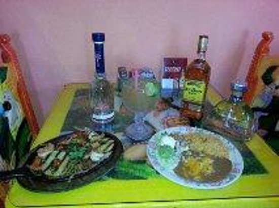 Fiesta Mexicana: Happy 5 De Mayo Amigos!! I invite you and your family to enjoy our special which includes: Fajit