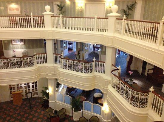 Castle club concierge suite entrance middle floor for Chambre castle club disneyland hotel