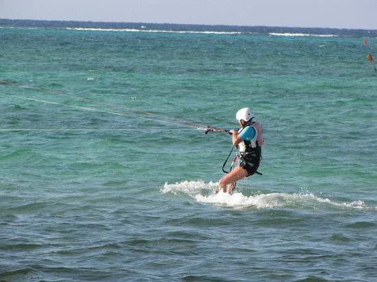Kitesurf Cayman: Me up on the board for the first time
