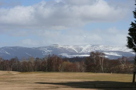 The Craigerne House Hotel: Mountain view from Newtonmore