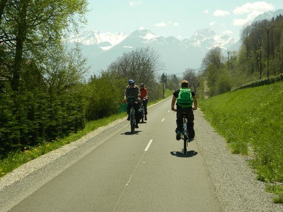 Lake Annecy Tourist Office: biking Annecy