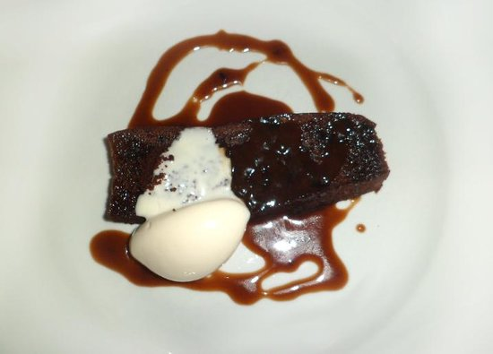 The Riverbank Bar & Kitchen : Sticky toffee pudding, milk ice cream