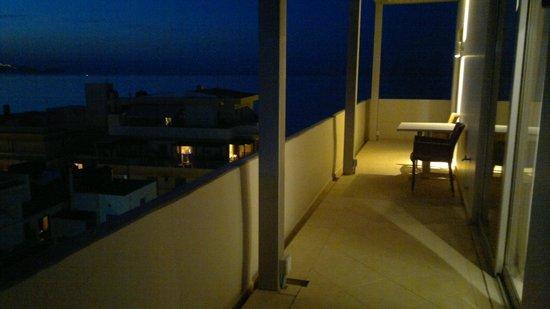 أتريون هوتل: Balcony