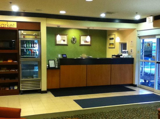 Fairfield Inn & Suites Indianapolis Northwest: Front Desk