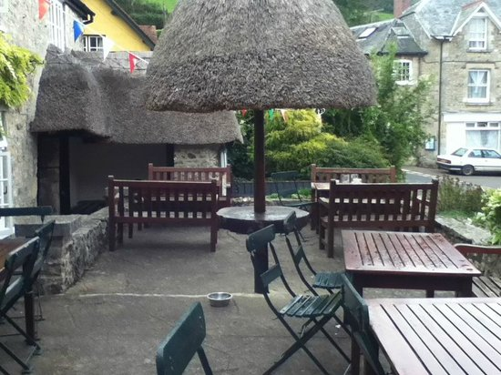 Masons Arms: Front outdoor area