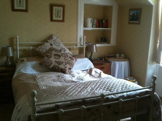 Abbot's Brae Hotel: The spacious & comfy bed