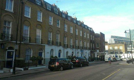 Comfort Inn Kings Cross: Front hotel