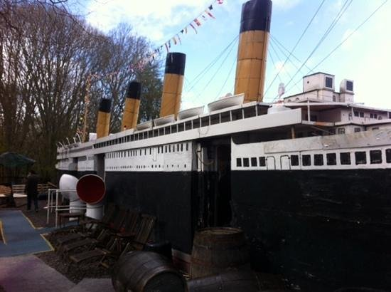 Ship Space : titanic museum