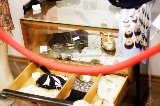 Prague Fashion Museum & Vintage Shop: Exhibition of vintage clothes and accessories in the face of historical and social events