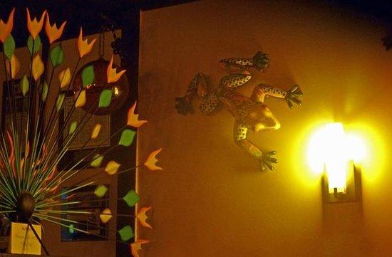 New Rebozo Mexican Restaurant: Decor