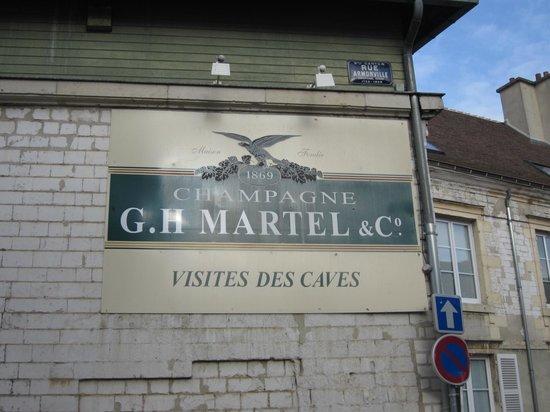 Champagne GH Martel & Co : sign outside of tasting room